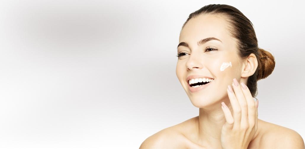 Kostengünstige Kosmetikbehandlung bei Alster Kosmetik mit Hautanalyse und Hautberatung.